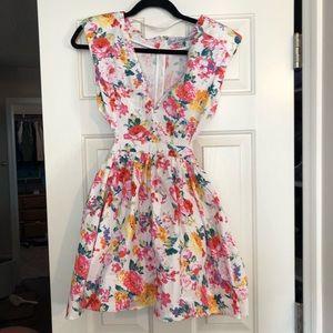Dresses & Skirts - Colorful floral dress